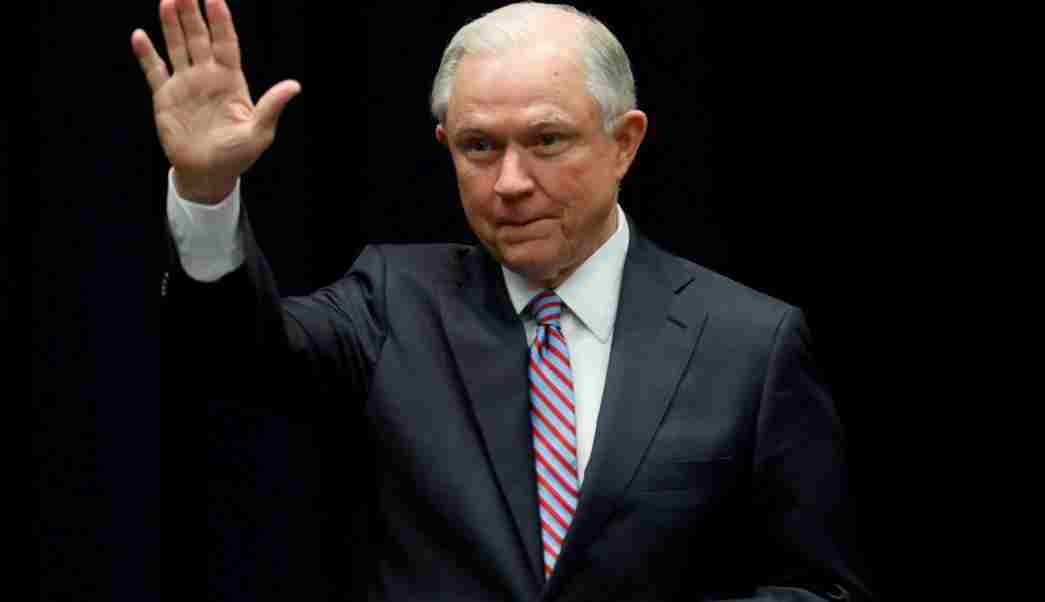 Sessions lanza advertencia a inmigrantes que intenten cruzar a EU