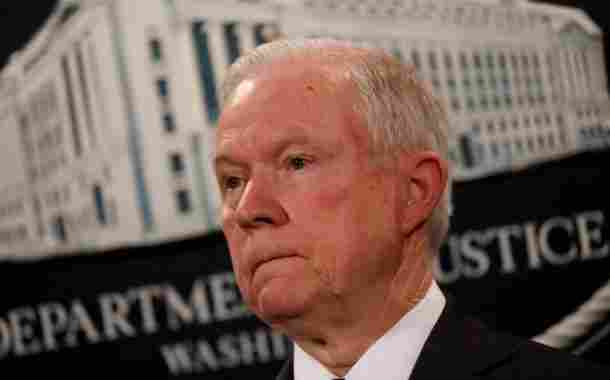 Trump confiesa estar arrepentido por nombrar fiscal general a Jeff Sessions