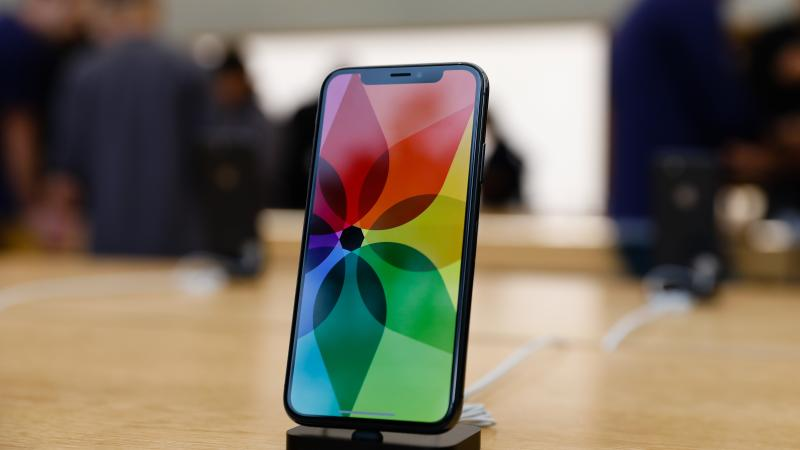 Apple enfrenta denuncia en Francia por alterar iPhone